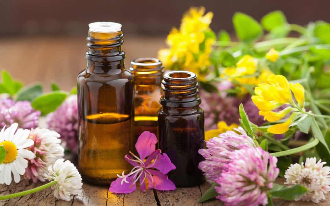 THE AMAZING THERAPEUTIC BENEFITS OF AROMATHERAPY & ESSENTIAL OILS
