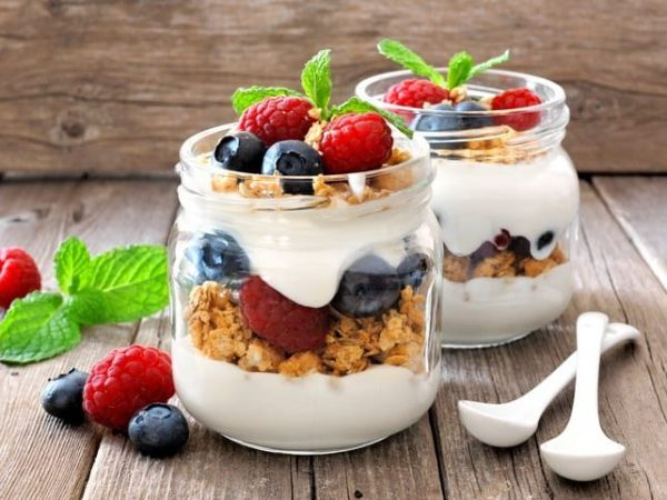 Greek yogurt with oats, nuts and berries in mason jars
